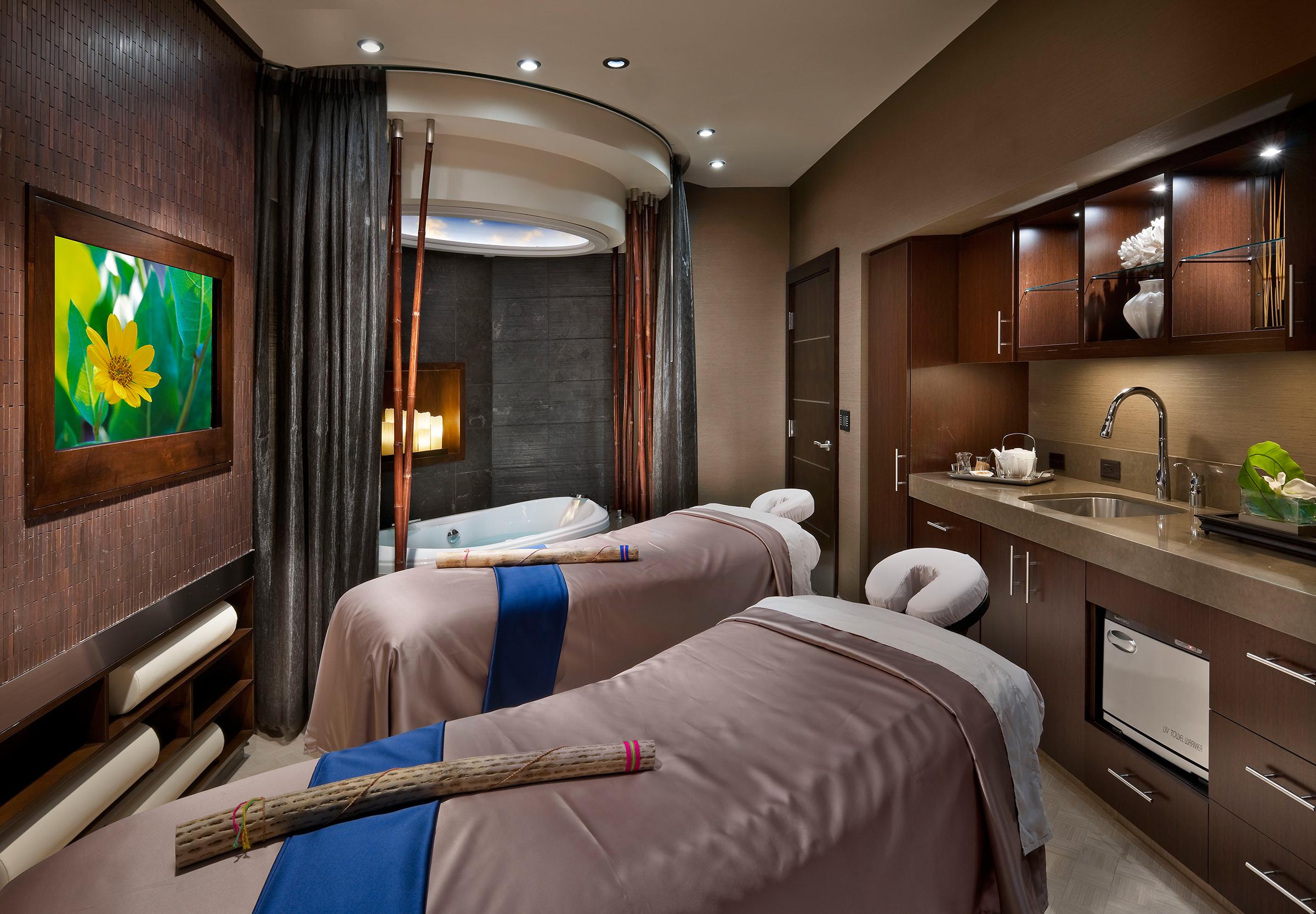 spa atlantis honors breast cancer survivors. Black Bedroom Furniture Sets. Home Design Ideas